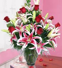 Görsel vazoda aşk çiçekleri çiçekçi dükkanımızdan 98 tl kod